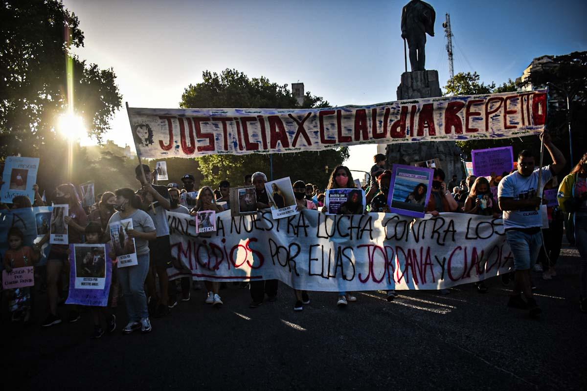 Mar del Plata marchó a un año de los femicidios de Claudia Repetto y Jordana Rivero