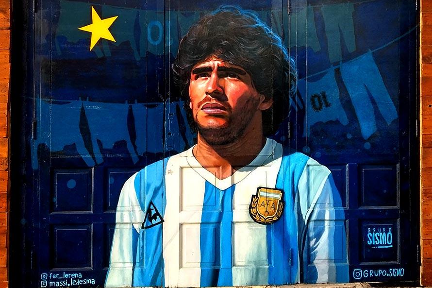 """""""Su sueño tenía una estrella"""", un mural que """"humaniza"""" a Diego Maradona en Mar del Plata"""