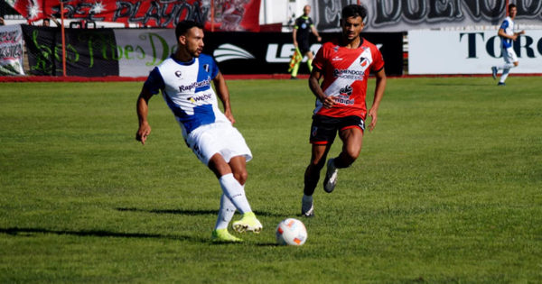 Un penal sobre el final amargó a Alvarado en Mendoza