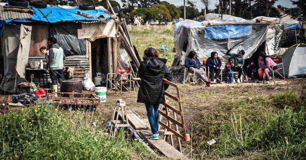 """Tres semanas de toma en el barrio Don Emilio: """"Seguimos sin ninguna respuesta"""""""