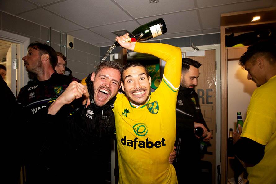 El Norwich, con Emiliano Buendía, volvió a ascender a la Premier League