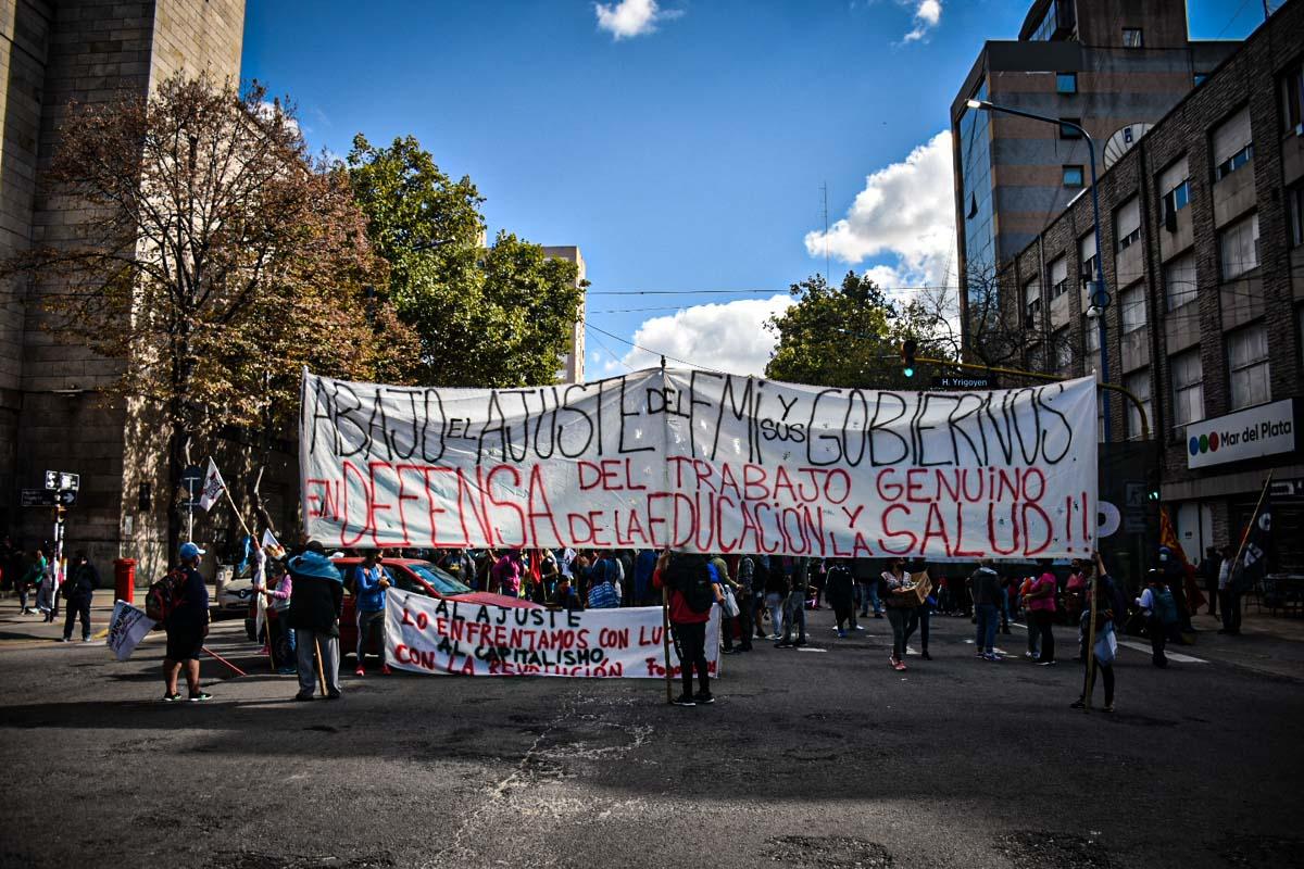 Numerosa marcha y ollas populares por un salario mínimo acorde a la canasta básica