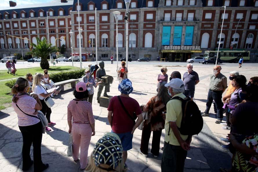 Continúan las caminatas guiadas del Circuito Turístico Astor Piazzolla en Mar del Plata