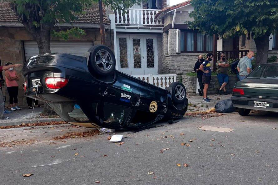 Un herido tras un choque y vuelco en el barrio San José