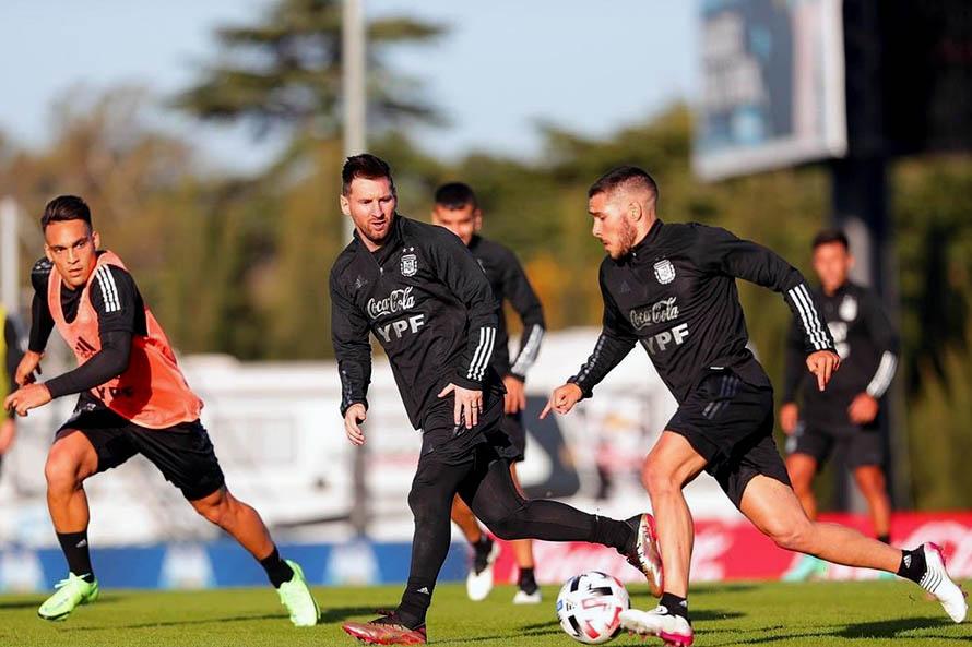 Emiliano Buendía tuvo su primer entrenamiento con la Selección Argentina