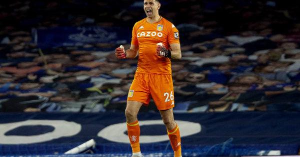 Emiliano Martínez y una temporada de consolidación y récord en el Aston Villa
