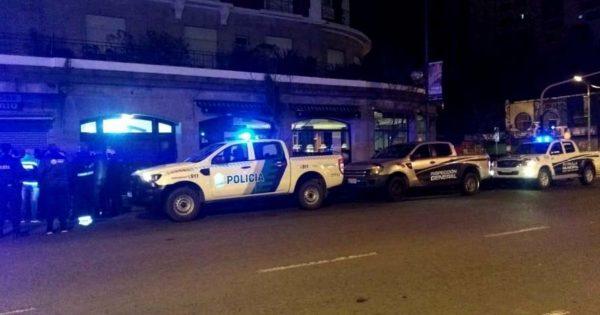 Desarticularon diez fiestas clandestinas en Mar del Plata, una de ellas en un bar