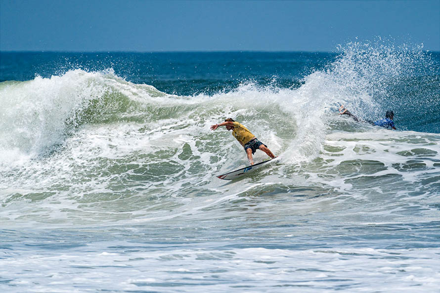 Surf: solo Indurain y Muñiz quedan en competencia en el Mundial ISA