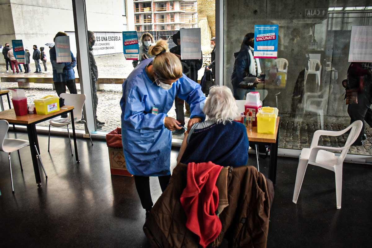"""Coronavirus: desde mañana, extienden la """"vacuna libre"""" a mayores de 45 años"""