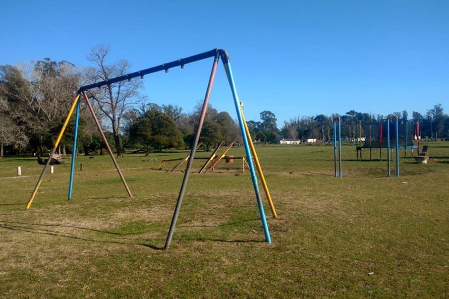 En Parque Camet reconstruyen los juegos de la plaza con material reciclado