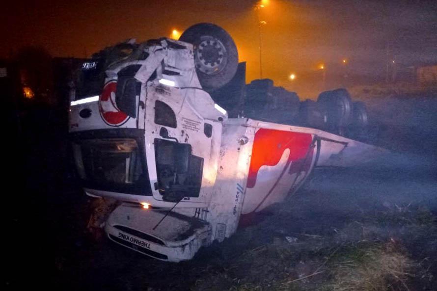 Madrugada con niebla en Mar del Plata: volcó un camión en Luro y Tarantino