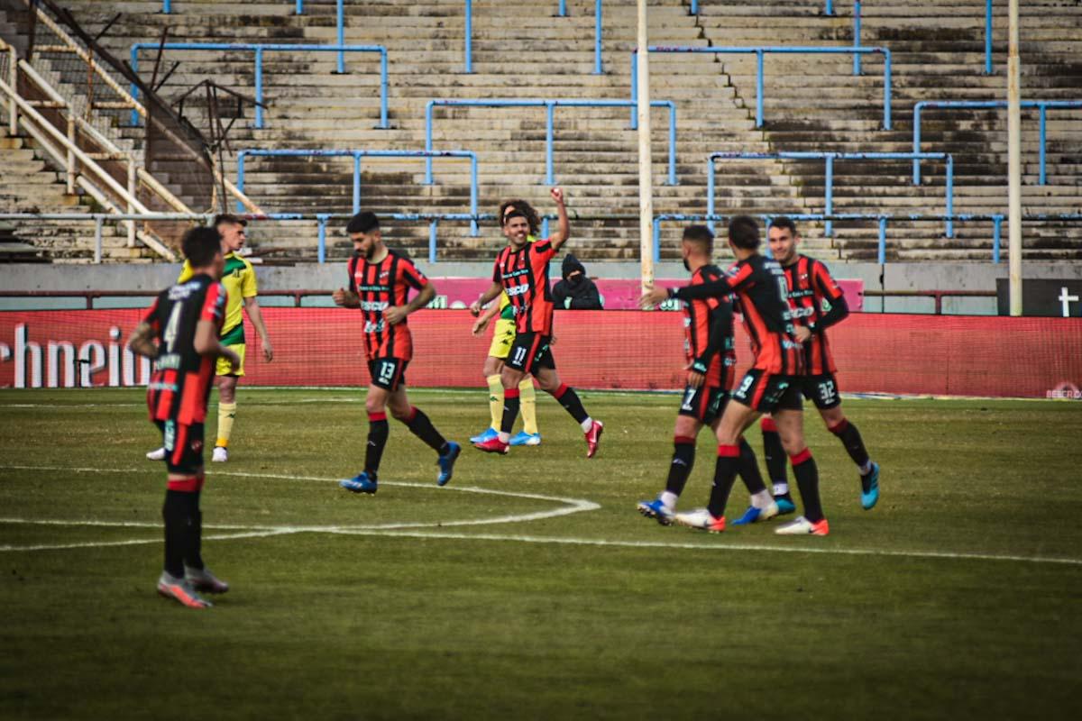 Dos goles tempraneros dejaron sin respuestas a Aldosivi en el debut