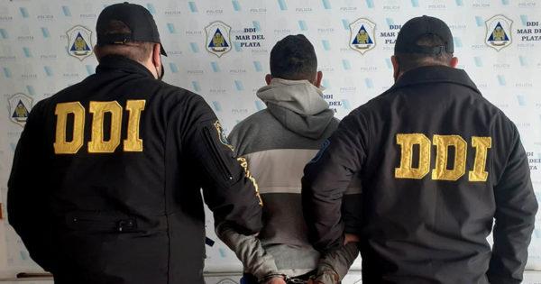 Investigan una serie de violentos asaltos a adultos mayores y detienen a un joven