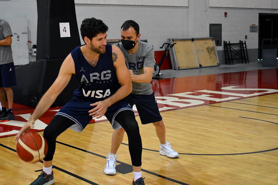 Patricio Garino en un entrenamiento en Las Vegas con el staff (Foto: prensa CABB)