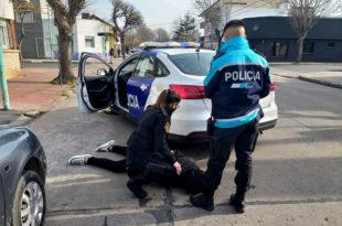 Asaltaron a una mujer, la ataron y amenazaron con matarla: dos detenidos