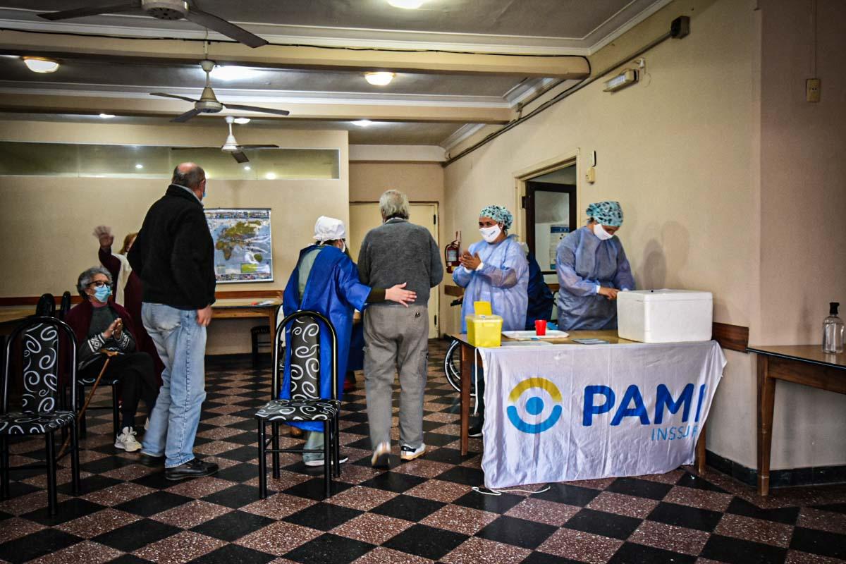 Con protocolo, habilitaron las visitas en residencias de personas mayores