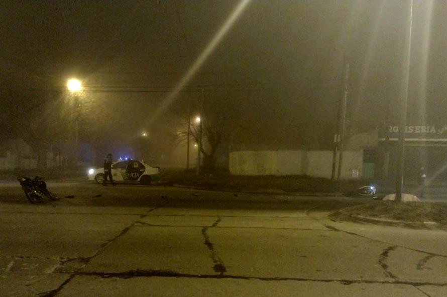 Un muerto y un herido tras un choque entre dos motos en el barrio El Martillo