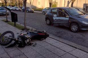 Un herido tras un choque entre una moto y un auto