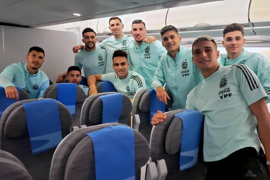 Tras la controversia en Brasil, el plantel argentino regresa al país