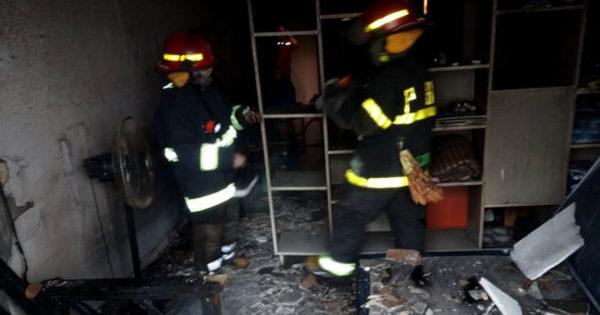 Se incendió un departamento y evacuaron a dos futbolistas