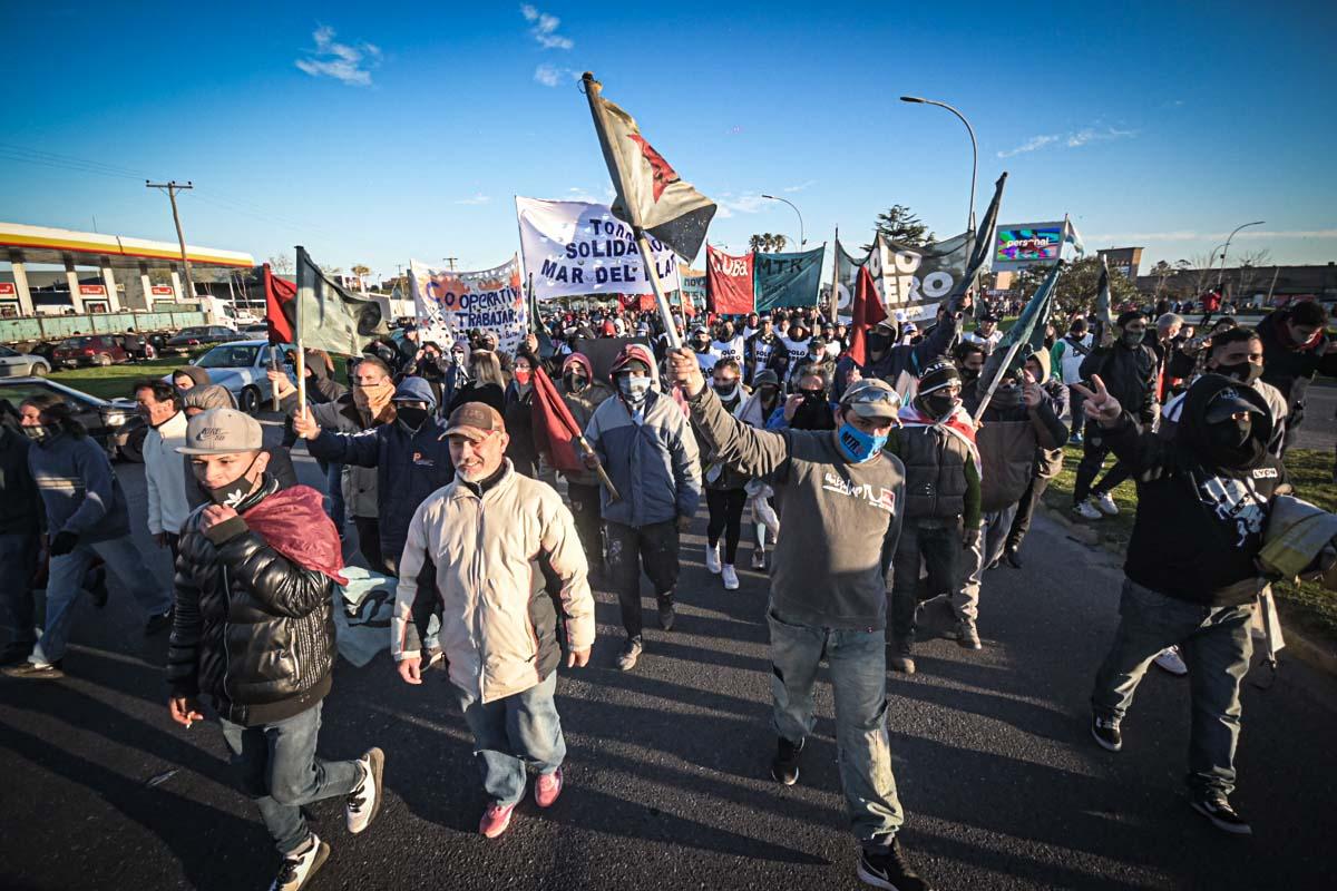 """Jornada de protestas y cortes en Mar del Plata: """"Queremos trabajo genuino"""""""