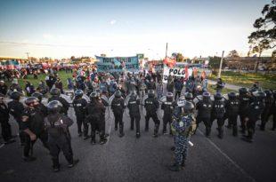Los comedores que esperan detrás del silencio municipal y la respuesta represiva