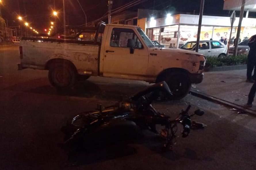 Un nene de cuatro años herido tras un choque entre una camioneta y una moto