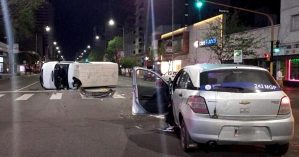Choque y vuelco en la avenida Independencia: un herido
